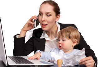 Mutter und Kind bei der Arbeit Serienbild 12