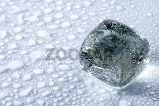 Ein blauer Eiswürfel