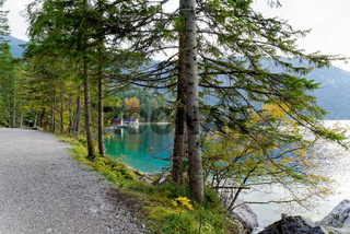 Eibsee, Bayrische Bergsee am Fuss der  Zugspitze