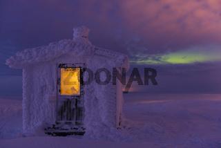 reifbedeckte Huette auf dem Berg Dundret, Lappland