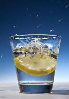Zitrone im Wasserglas_01.tif