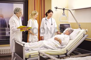 Krankenhaus Visite Patientin