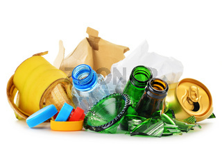 Composition with recyclable garbage consisting of glass