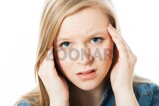 Mädchen hat Kopfschmerzen