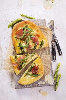 flat bread with ham and asparagus