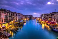 Canal Grande bei Nacht, Italien