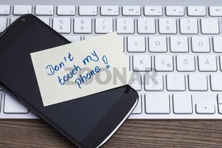 Keyboard und Mobiltelefon