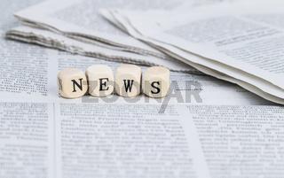 News in Holzbuchstaben