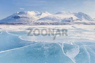 der gefrorene See Akkajaure mit dem Akkamassiv, Stora Sjoefallet Nationalpark, Welterbe Laponia, Lappland