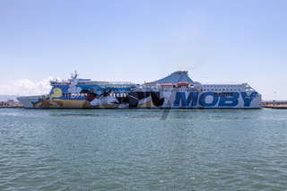 Moby Autofähre vor der Insel Elba, Italien