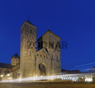 Osnabrück - Dom St. Peter bei Nacht - Lichtbögen