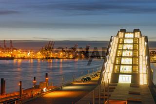 Moderne Architektur und Hafen
