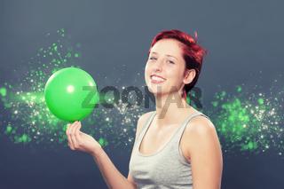 lachende frau mit luftballon