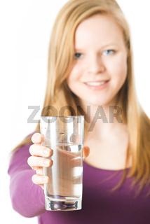 Mädchen mit Wasserglas