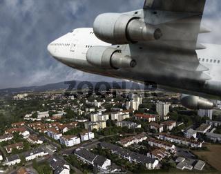 Verkehrsflugzeug über einer Kleinstadt