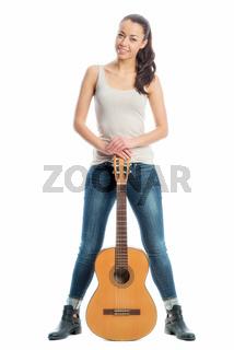 junge frau mit gitarre