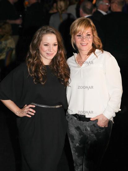 Foto Sängerin Oonaghsenta Sofia Delliponti Mit Mutter Elena Bei