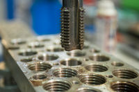 Metall bohren Metal drilling