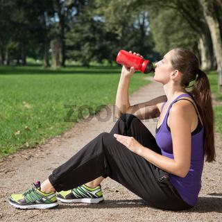 Pause zum Trinken beim Sport