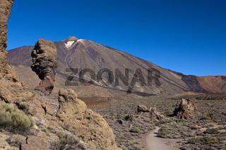 Chinchado Felsen der Roques de Garcia Felsengruppe mit dem Teide Gipfel, Teneriffa