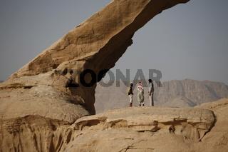 Die Wuesten Landschaft der Wueste Wadi Rum im Sueden von Jordanien in Arabien.