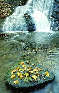 Wasserfall an der Starzel im Killertal bei Jungingen