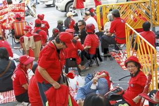 Demonstraten der Rothemden in Bangkok am 12.12.2010 - Red Shirt demonstrators in Bangkok on 12.12.2010