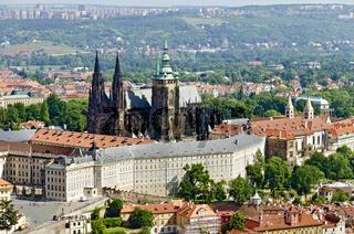 Panorama der Prager Burg (Hradschin) mit Veitsdom