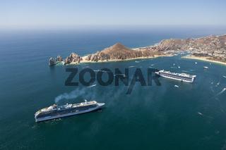 Kreuzfahrtschiff vor Cabo San Lucas, Mexiko