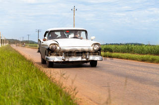 Amerikanischer weisser Oldtimer in Kuba
