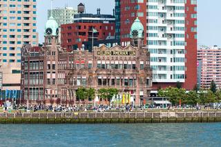 Rotterdams Kop van Zuid mit Wilhelminapier und Hotel New York