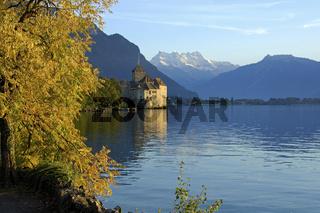 Schloss Chillon am Genfersee und Dents du Midi