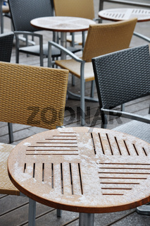 Gastgarten mit Neuschnee in Wien