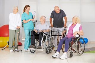 Gruppe Senioren mit und ohne Behinderung