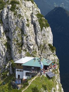 Tegernseer Hütte in den Bergen