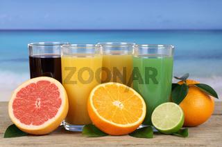 Saft aus Orangen und Grapefruit am Strand
