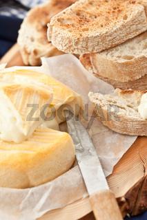 Camembert und Toastbrot
