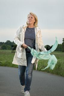 Spaziergang mit Schal
