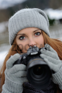 Frau mit Digitalkamera