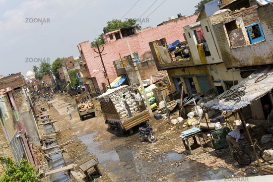 Poverty and wealth - Taj Mahal - India