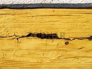 Kaputter Anstrich auf Holzfachwerk