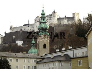 Stiftskirche St. Peter vor Festung Hohensalzburg
