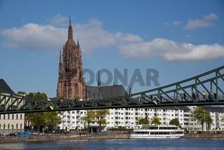 Mainufer, Eisener Steg und Kaiserdom St. Bartholomäus, Frankfurt am Main, Hessen, Deutschland, Europa