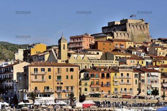 Häuser Italien foto bunte häuser mit fort stadt porto santo stefano in der toskana