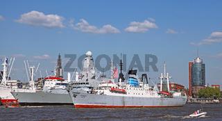 Stubnitz bei der Auslaufparade vom 827. Hamburger Hafengeburtstag 2016; Impressions of the 827th Birthday of the Port of Hamburg 2016, last day, Germany