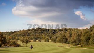 Golfspieler auf einem Golfplatz - Panorama