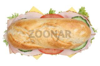 Sandwich Baguette belegt mit Schinken von oben Freisteller