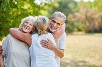 Glückliche Senioren als Freunde