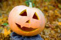 Kürbis mit Gesicht für Halloween