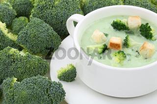 Brokkolisuppe Brokkoli Suppe in Suppentasse Nahaufnahme